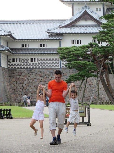 金沢城公園にて。観光…??